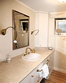 Ausbau einer Eigentumswohnung – Stil- Vorgabe der Bauherrin: Weiß und Gold
